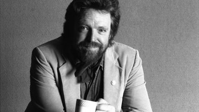 5350 390x220 - John Perry Barlow: Can dream of open internet die with its institution father?